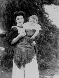 Mujer galesa porteando